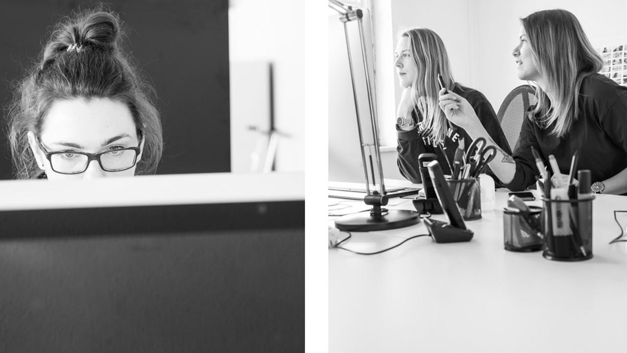 DREHMOMENT Mitarbeiterinnen bei der Arbeit am Schreibtisch