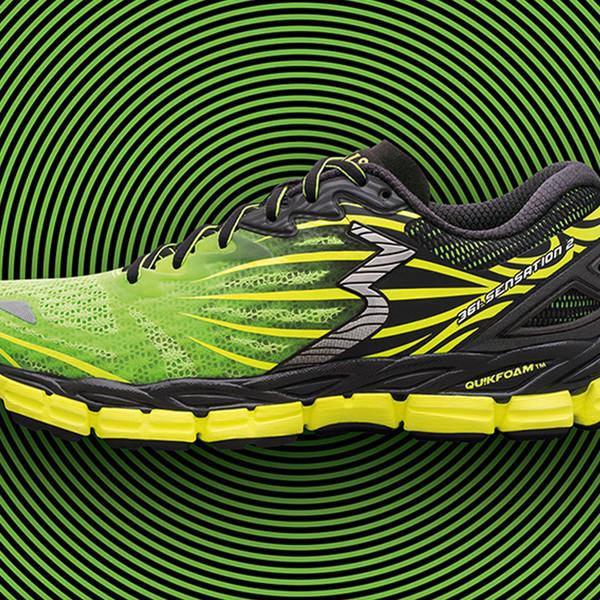 361° Sensation 2 grün-gelber Laufschuh auf grün-schwarzen Kreisen