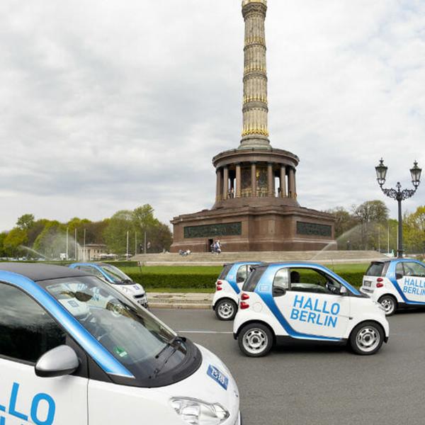 car2go Launchevent smarts vor der Siegesauele Berlin