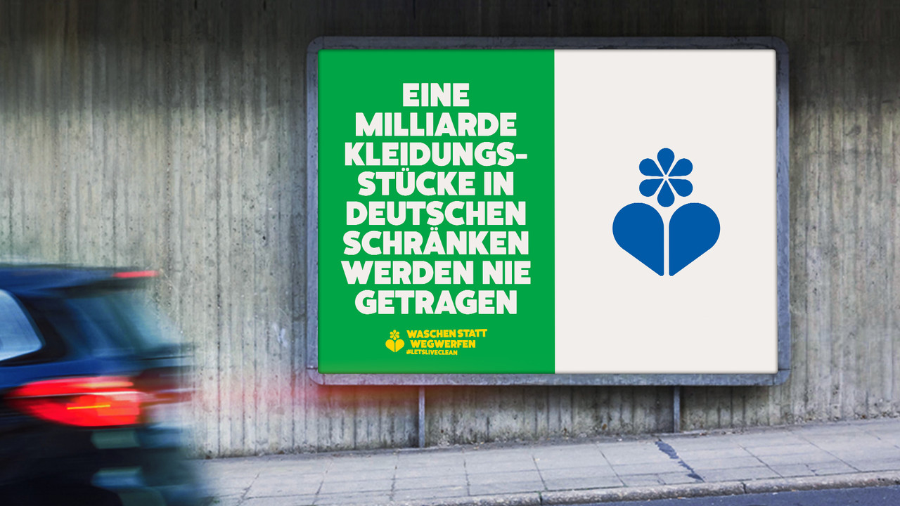 Ecover Plakat OOH Eine Milliarde Kleidungsstuecke in deutschen Schränken werden nie getragen