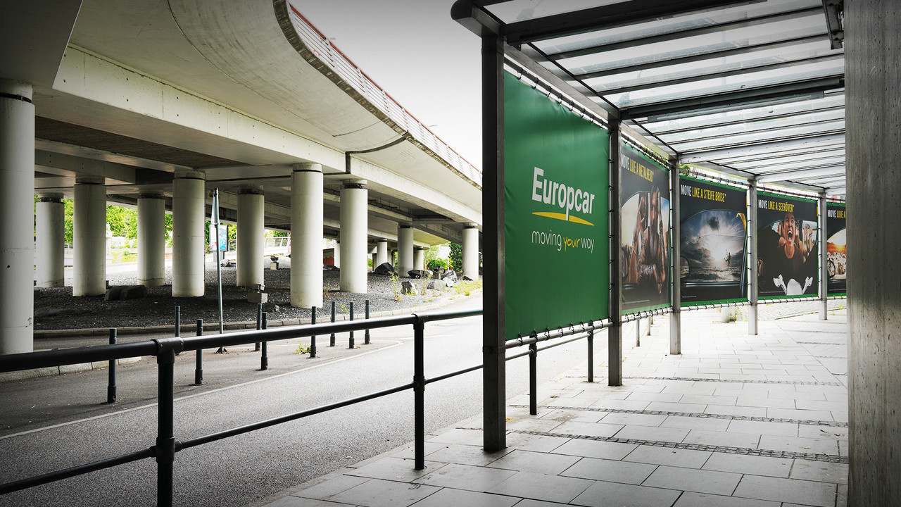 Europcar Hamburg Airport Branding Plakatreihe Tunnel im Anschnitt mit Parkhaus
