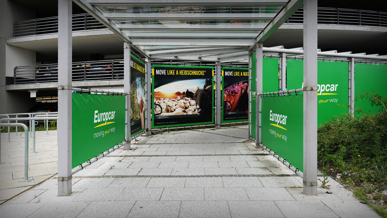 Europcar Hamburg Airport Branding Tunnel Eingang