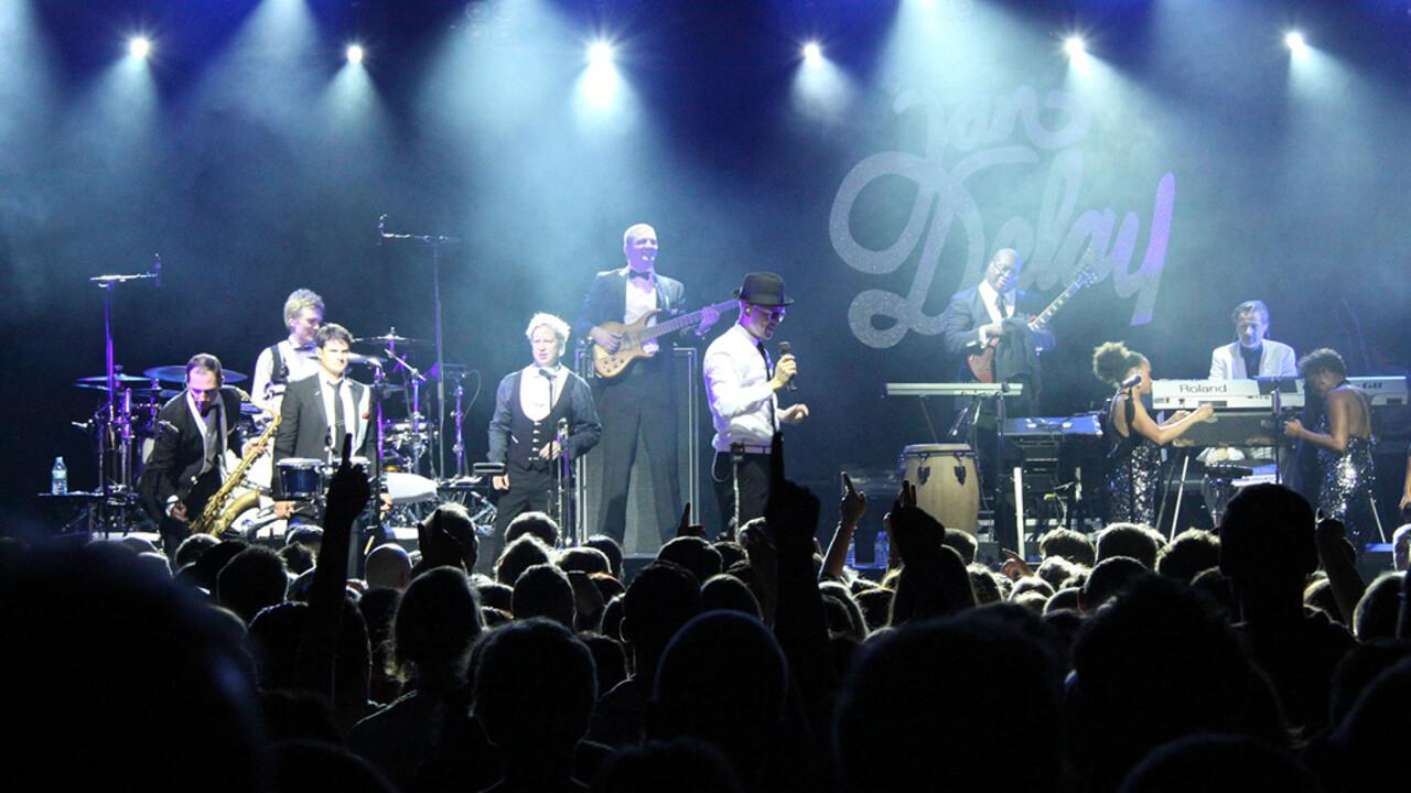 Mercedes Benz Niederlassung Hamburg Event Jan Delay Disko No1 Secret Dance Jan Delay singt vor Fans auf der Buehne