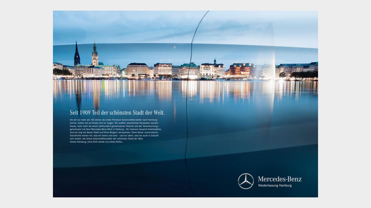 Mercedes Benz Niederlassung Hamburg Print Anzeige Jungfernstieg Panorama Spiegelung in einer Mercedes Tuer