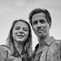 schwarz-weiß Portraitfoto Larissa Peters und Bastian Gembler