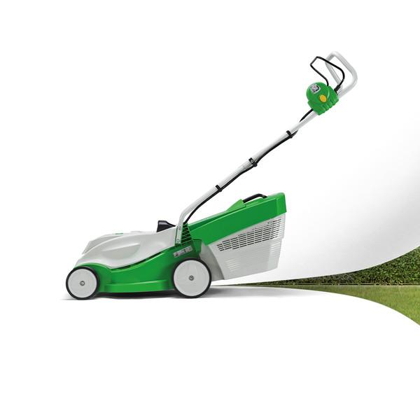 VIKING Keyvisual VIKING Rasenmaeher maeht eine weiße Flaeche unter der ein Rasen mit Hecke zum Vorschein kommt